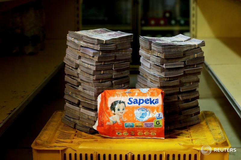 Un paquete de pañales, 8 millones de bolívares