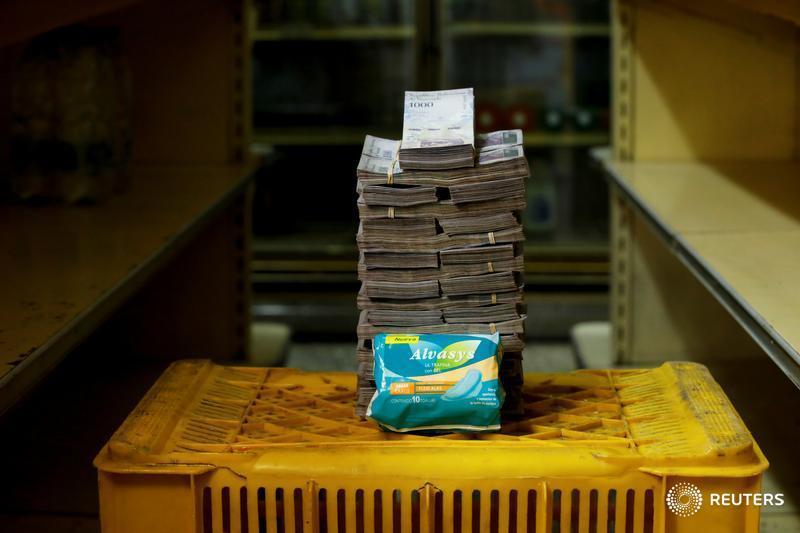 Un paquete de toallas higénicas femeninas, 3.5 millones de bolívares